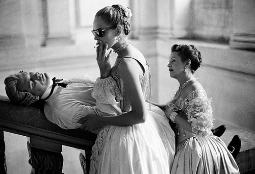 John Malkovich and Uma Thurman smoking in the set of The Dangerous Liaisons, directed by Stephen Frears. Picture by Brigitte Lacombe